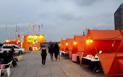 여의도 밤도깨비 야시장. 삼각 텐트는 핸드메이드 수공예품과 액세서리 등 다양한 상품을 판매하는 곳이다. ⓒ최용수