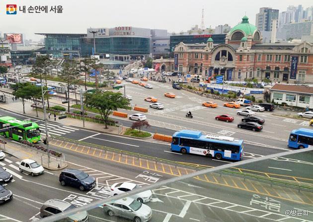 서울로7017에서 바라본 서울역의 모습 ⓒ방윤희
