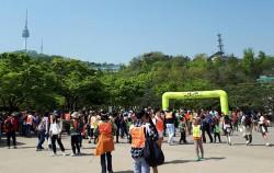 `서울명산트래킹`에서는 시민들의 선호도가 높고 걷기 좋은 환경의 장소를 선정해 남녀노소 누구나 참여하기 좋다 ⓒ박경자