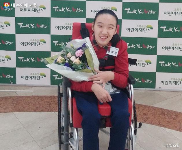 `감사편지쓰기 공모전` 시상식에서 서울특별시 교육감상을 받은 채원 학생 ⓒ김수정