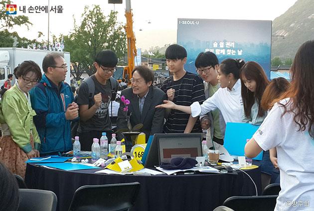 조희연 서울시교육감 및 다양한 연령대의 시민들이 토론 발표자로 참석했다. ⓒ방주희