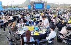 지난 27일, 광화문광장에는 250개 원탁에 3,000여 명의 시민이 모였다. ⓒ최은주