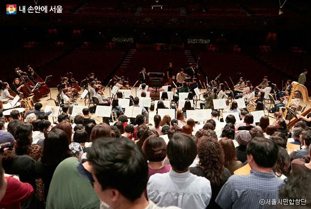 시민합창단과 협연을 하는 군포 프라임필하모닉 오케스트라의 무대 리허설 준비 과정 ⓒ서울시민합창단