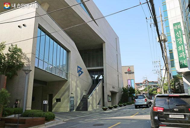 건축가 안도 타다오가 설계한 JCC 아트센터와 크리에이티브 센터 2개동