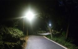 서울시는 망우리 묘지공원에 7월1일부터 53개 조명을을 밝힌다