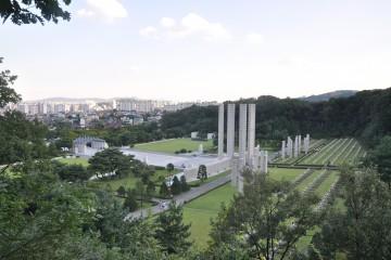 북한산 둘레길에서 바라본 국립4.19민주묘지