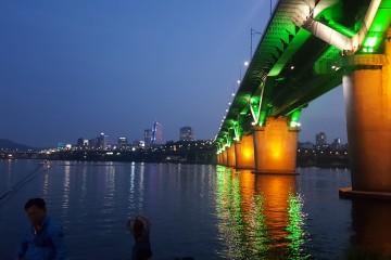 서울의 여름은 곧 한강이다