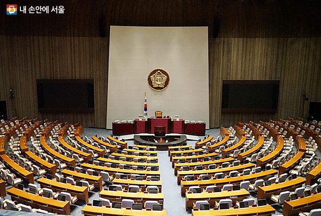 뉴스에서 봤던 국회의사당 본회의장. 생각했던 것보다 훨씬 웅장하다.
