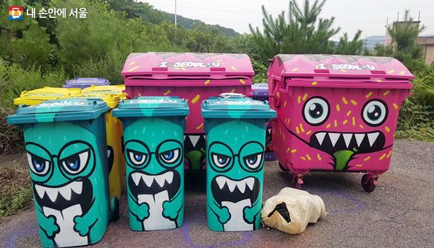 서울시는 여름휴가철을 맞아 한강에서 쓰레기 잘 버리기 캠페인 `몽땅 깨끗한강`을 전개한다. 사진은 먹깨비 캐릭터 쓰레기통서울시는 여름휴가철을 맞아 한강에서 쓰레기 잘 버리기 캠페인 `몽땅 깨끗한강`을 전개한다. 사진은 먹깨비 캐릭터 쓰레기통