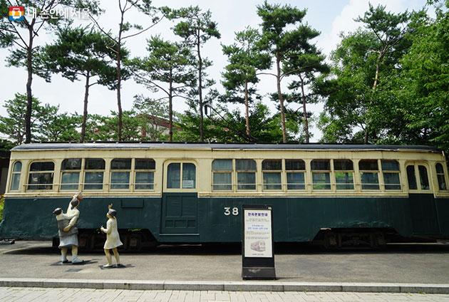 어르신들에게는 추억을, 젊은이들에게는 호기심을 불러일으키는 서울 옛 전차