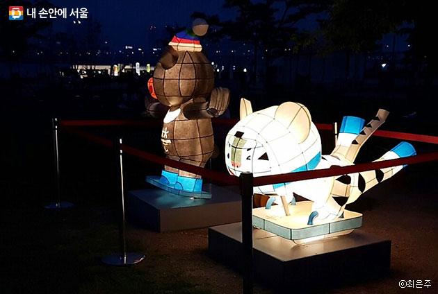 여름밤을 아름답게 하는 평창올림픽 마스코트 `수호랑`, `반다비`ⓒ최은주