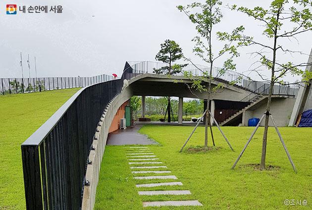 새롭게 조성된 녹지공간 율현공원 ⓒ조시승