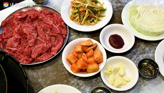 파채 버무리와 양배추는 대도식당 특유의 맛 비결