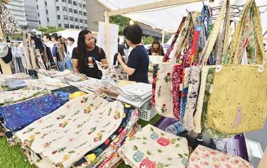 사회적기업의 날(7월 1일)과 협동조합의 날(7월 2일)을 맞아 청계광장에서 열린 사회적경제 주간 행사 모습 ⓒnews1