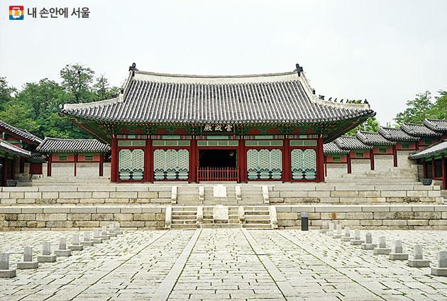 서울역사박물관 뒤편으로 이어진 경희궁 풍경