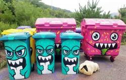 서울시는 여름휴가철을 맞아 한강에서 쓰레기 잘 버리기 캠페인 `몽땅 깨끗한강`을 전개한다. 사진은 먹깨비 캐릭터 쓰레기통
