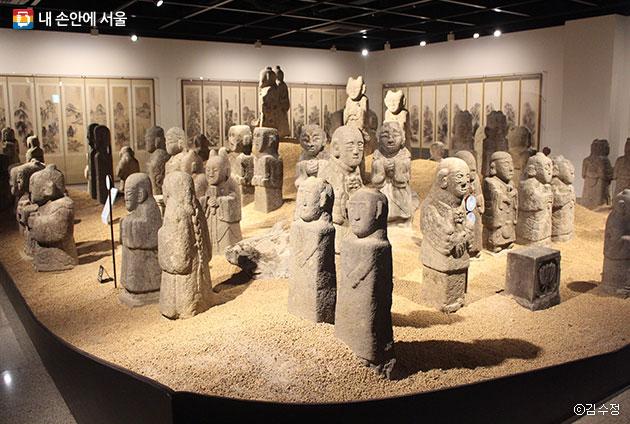 무덤 수호신, 마을 지킴이 역할을 한다는 동자석들 ⓒ김수정