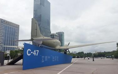 대한민국 임시정부를 기념하기 위해 여의도공원 남쪽 문화마당에 C-47 수송관을 설치했다. ⓒ최용수