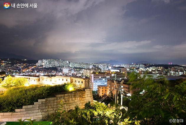 낙산공원에서 내려다본 서울의 야경 ⓒ문청야