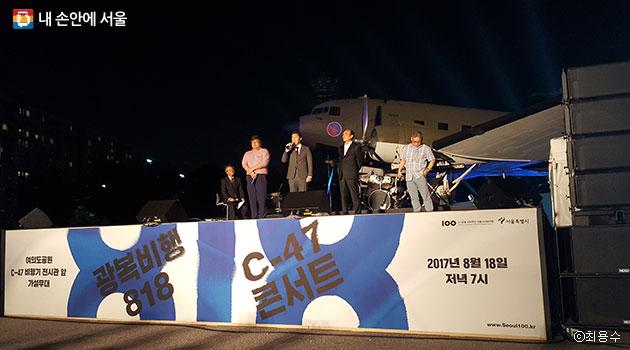 역사 토크에 참석한 독립운동가 김구, 백정기, 장준하 선생님들의 후손들 ⓒ최용수