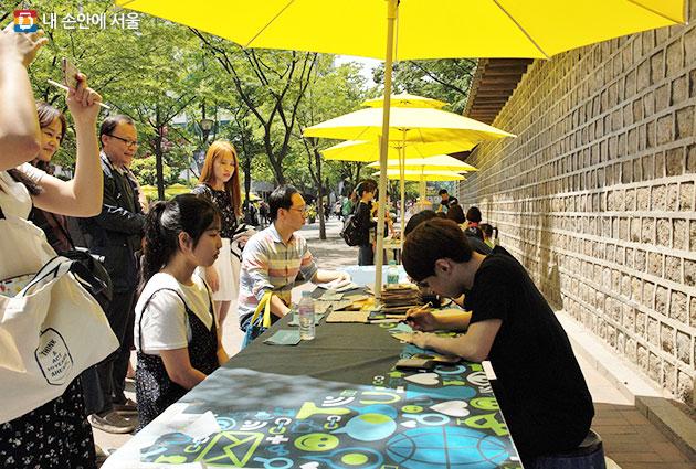 8월 31일부터 덕수궁 돌담길에서 사회적경제장터 `덕수궁페어샵`이 재개장한다.