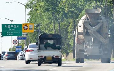서울시는 정부와 함께 대대적인 차량 저공해화 사업을 추진한다