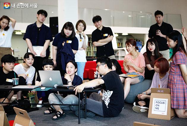 서울자유지도 워크숍 모습. 서울도시비엔날레에서는 청년들이 서울의 미래를 고민하고 꿈꾸는 장을 마련한다