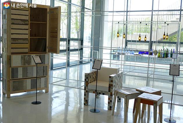 피트하인이크 디자이너의 조각목재로 만든 가구들 ⓒ김영옥