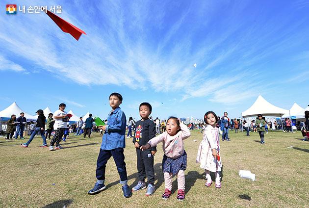 9월9월 여의도 한강공원에서 종이비행기 대회가 열린다