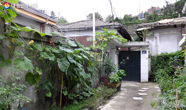 세검정 주변에 남아있는 단층의 옛집들 ⓒ김종성