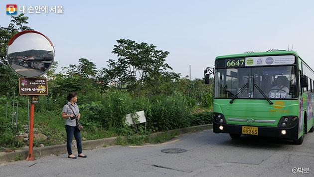 시골 마을 버스정류장의 모습이 아직 남아 있는 상사마을 버스정류장 ⓒ박분