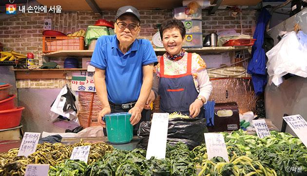 맛 좋기로 소문난 나물가게의 주인, 임인한 김영자씨 부부 ⓒ박분