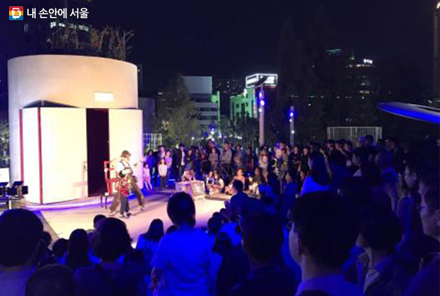 서울로7017에서 펼쳐진 거리예술시즌제 공연