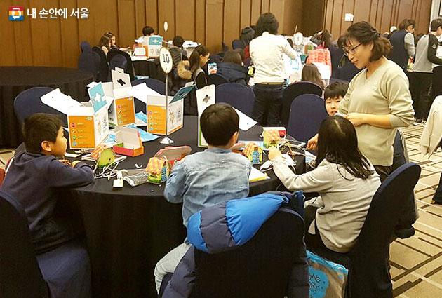 보드게임을 활용한 가족친화형 교육프로그램 `건전게임문화 가족캠프`