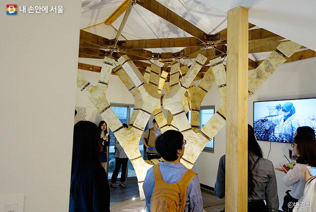버섯 균사체를 활용한 건축자재 연구 시제품ⓒ변경희