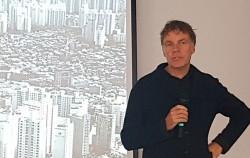 서울로7017 설계자 위니마스가 시민들에게 서울로 설계과정을 설명하고 있다. ©연합뉴스