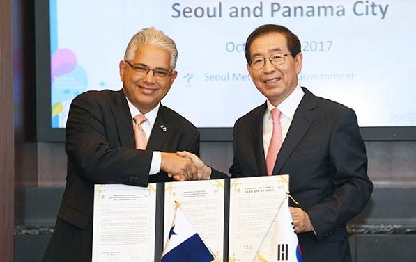 박원순 서울시장과 호세 블란돈 파나마시장이 우호도시협약을 체결했다
