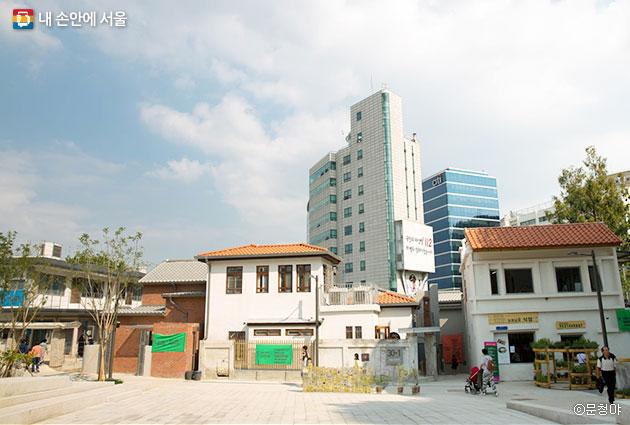 서울도시건축비엔날레 전시가 열리고 있는 돈의문박물관마을  ⓒ문청야