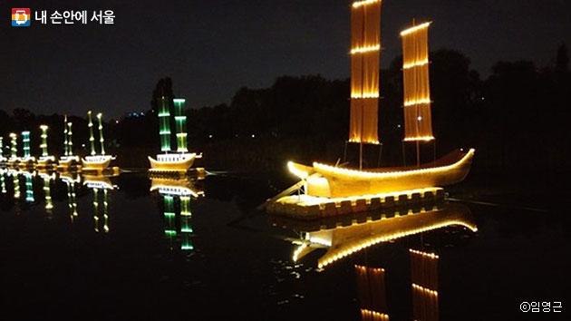난지 연못 행사장의 황포돛배 모습 ⓒ임영근