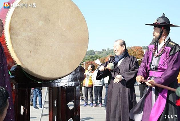 제10회 마포나루 새우젓 축제 개막식 선언 모습 ⓒ임영근