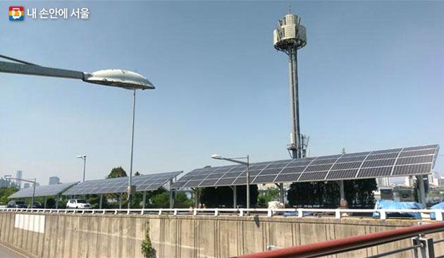 올해 잠실철교 폐도로 부지에 준공된 태양광 발전소