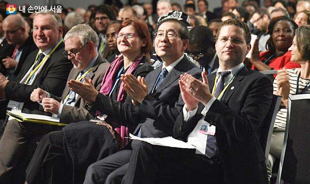 박원순 서울시장은 독일에서 개최되고 있는 COP23에 참석했다