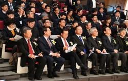 한국지역재단협의회 창립 심포지엄에 참가한 박원순 서울시장. 제일 앞줄 왼쪽에서 두 번 째
