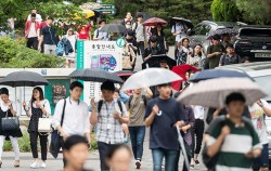 서울시 7~9급 공개경쟁 임용시험 최종합격자 1,582명이 발표됐다 사진은 지난 6월 24일 필기시험 현장ⓒnews1