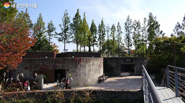 찌꺼기를 처리하던 옛 정수장 시설에서 환경교실과 환경놀이마당으로 재탄생한 모습 ⓒ박분