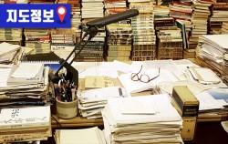 `만인의 방`에 재현해 놓은 고은 시인의 책상 ⓒ최은주