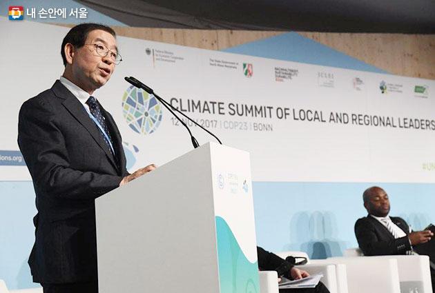 박원순시장은 11월12일 COP23에서 서울 기후변화대응 우수 시책을 소개했다