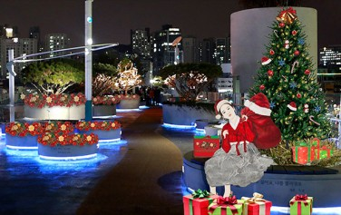 `내숭 : 산타말이야` 한지 위에 수묵과 담채, 콜라쥬, 2017
