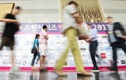 서울시·경기도·공정거래위원회는 주요 가맹본사 30개 대상 합동 실태점검을 실시했다. 사진은 지난 7월 프랜차이즈 창업박람회 현장 사진ⓒnews1