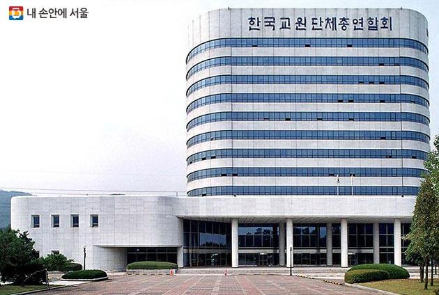 양재 R&CD 혁신허브가 들어선 한국교원단체총연합회 건물